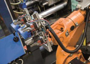 Robot antropomorfo per la produzione di testate