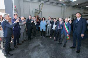 Lo scorso 15 ottobre, presso la sede di Arblu, si è svolta la cerimonia del taglio del nastro per inaugurare l'ampliamento di 2.000 mq di superficie coperta, alla quale sono intervenute diverse autorità in ambito locale e regionale